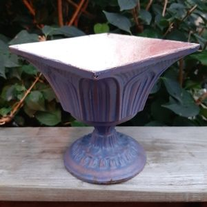 Vintage cast iron small planter / pot.